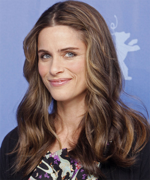 Amanda Peet Long Wavy Casual   Hairstyle   - Side on View