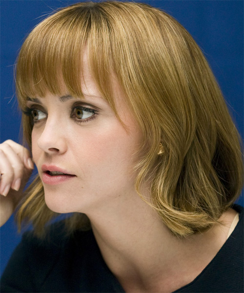 Christina Ricci Medium Straight Casual   Hairstyle   - Side on View