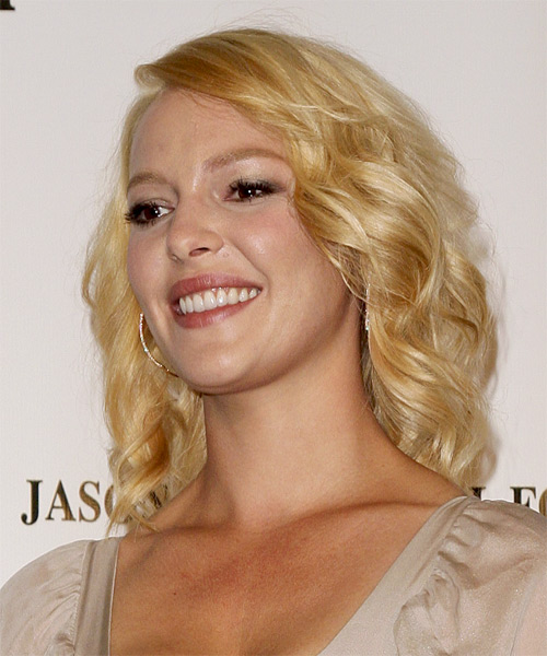 Katherine Heigl Medium Wavy Casual    Hairstyle   - Light Golden Blonde Hair Color - Side on View