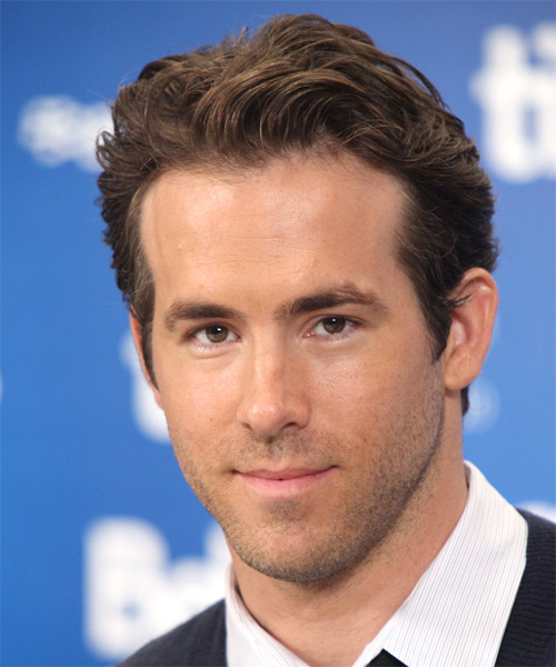 Ryan Reynolds Short Straight Casual   Hairstyle   - Side on View