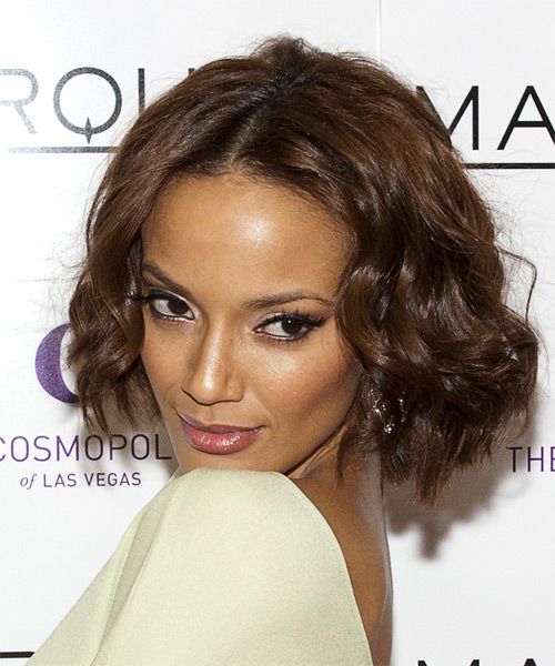 Selita Ebanks Medium Wavy Casual   Hairstyle   - Side on View
