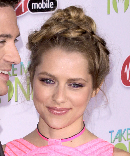 Teresa Palmer  Long Curly   Light Brunette  Updo    - Side on View