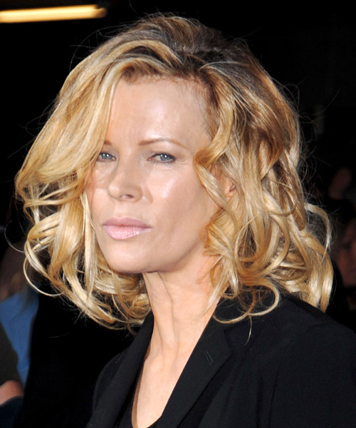 Kim Basinger Medium Wavy   Light Golden Blonde   Hairstyle   with Light Blonde Highlights - Side on View
