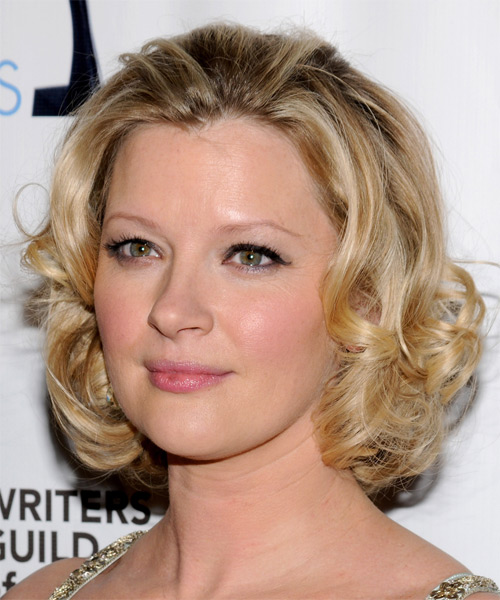 Gretchen Mol Medium Curly Formal    Hairstyle   - Medium Blonde Hair Color - Side on View