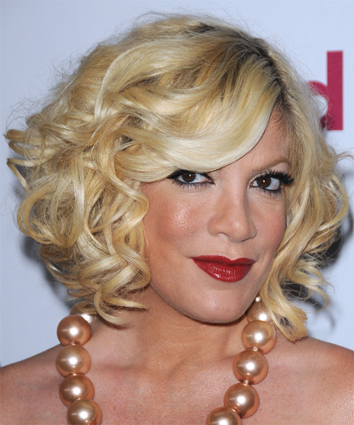 Tori Spelling Medium Wavy Formal    Hairstyle   - Light Golden Blonde Hair Color with Light Blonde Highlights - Side on View