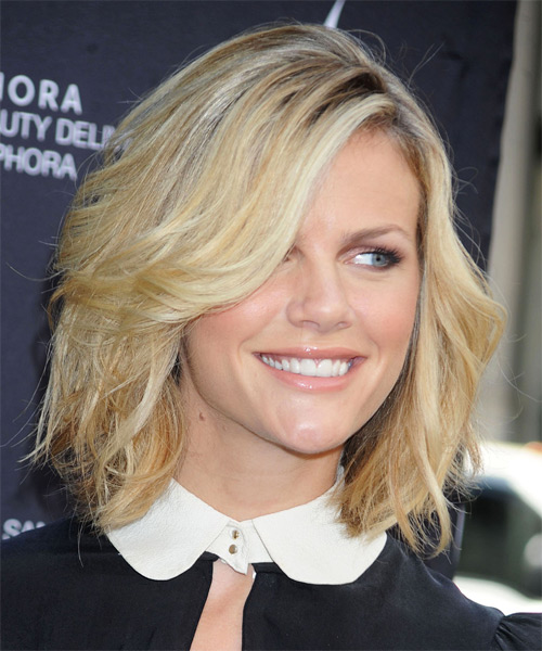 Brooklyn Decker Medium Wavy Casual Bob  Hairstyle with Side Swept Bangs  - Medium Blonde - Side on View