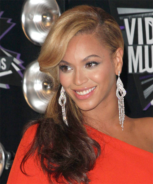 Beyonce Knowles  Long Curly Casual   Half Up Hairstyle   -  Blonde and  Brunette Two-Tone Hair Color - Side on View