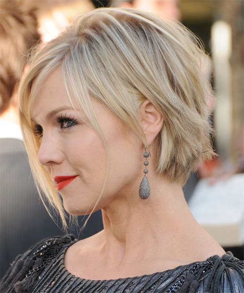 Jennie Garth Short Straight Layered  Light Blonde Bob  Haircut with Side Swept Bangs  and  Blonde Highlights - Side on View