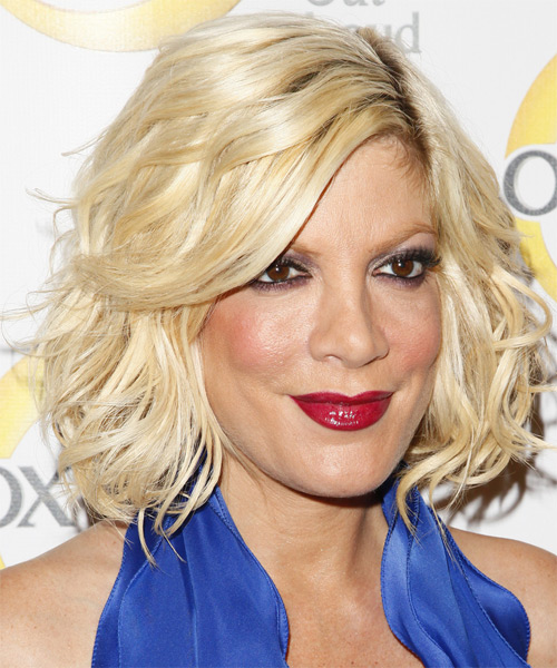 Tori Spelling Medium Wavy Casual Layered Bob  Hairstyle   - Light Golden Blonde Hair Color - Side on View