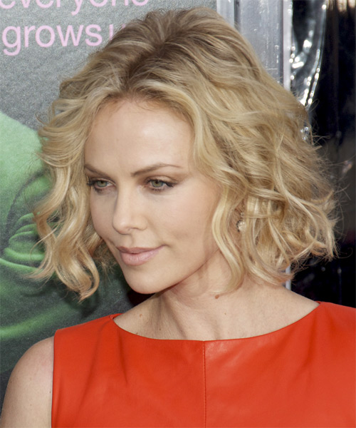 Charlize Theron Short Wavy    Blonde Bob  Haircut   with Light Blonde Highlights - Side on View