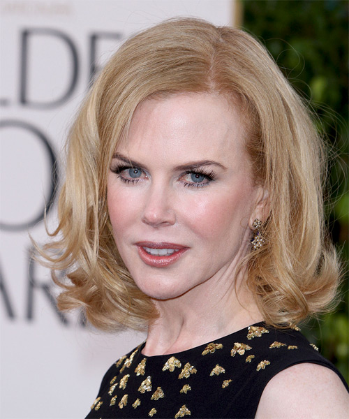 Nicole Kidman Medium Wavy Layered   Strawberry Blonde Bob  Haircut   - Side on View