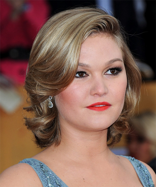 Julia Stiles Short Wavy Formal   Hairstyle   - Side on View