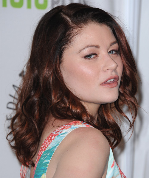 Emilie de Ravin Medium Wavy Casual   Hairstyle   - Side on View