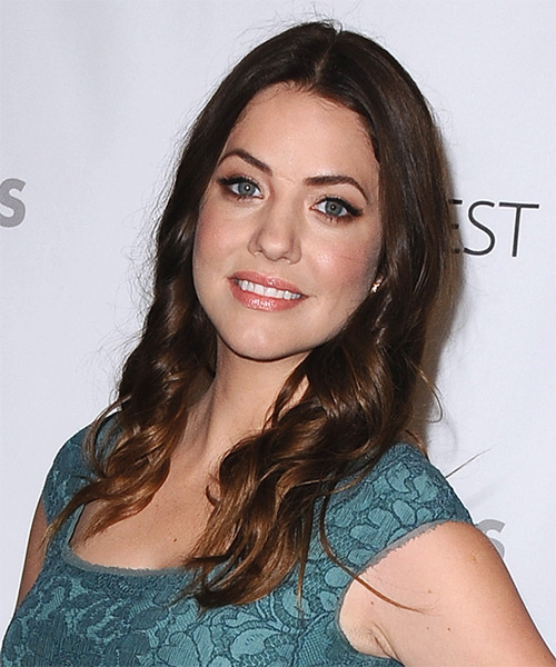 Julie Gonzalo Long Wavy Casual   Hairstyle   - Side on View