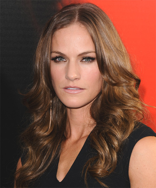 Kelly Overton Long Wavy Casual   Hairstyle   - Side on View