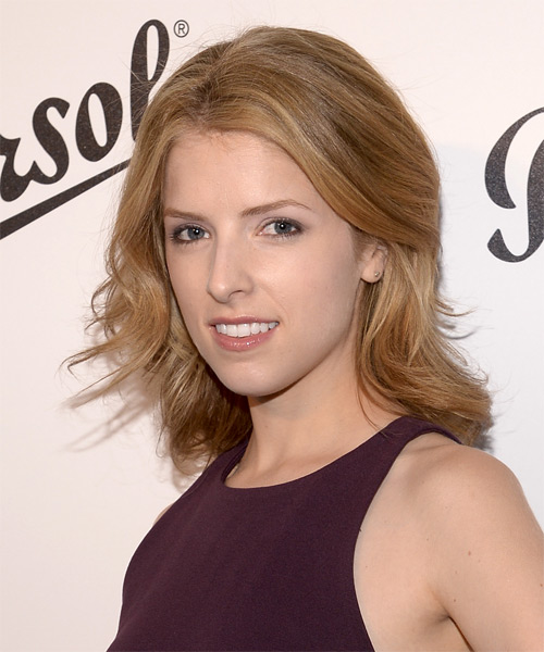 Anna Kendrick Medium Straight Casual   Hairstyle   - Side on View