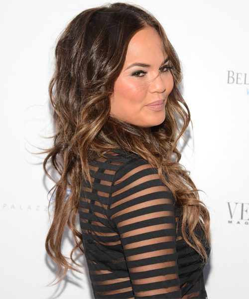 Christine Teigen Long Wavy Casual   Hairstyle   - Medium Brunette (Chestnut) - Side on View