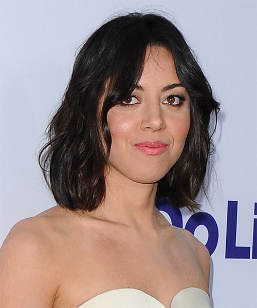 Aubrey Plaza Medium Straight Casual   Hairstyle   - Side on View