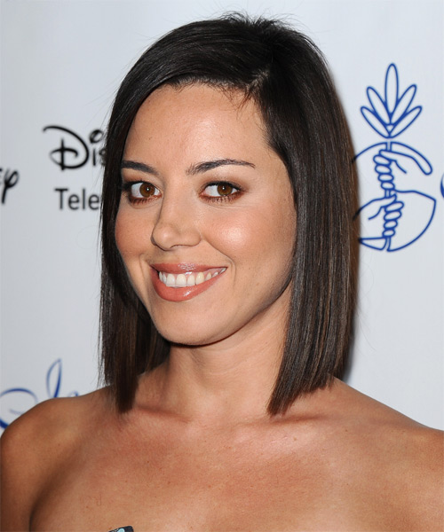 Aubrey Plaza Medium Straight Formal   Hairstyle   - Side on View