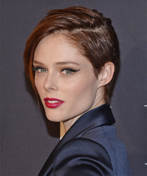 Coco Rocha Short Straight Casual   Hairstyle   - Side on View