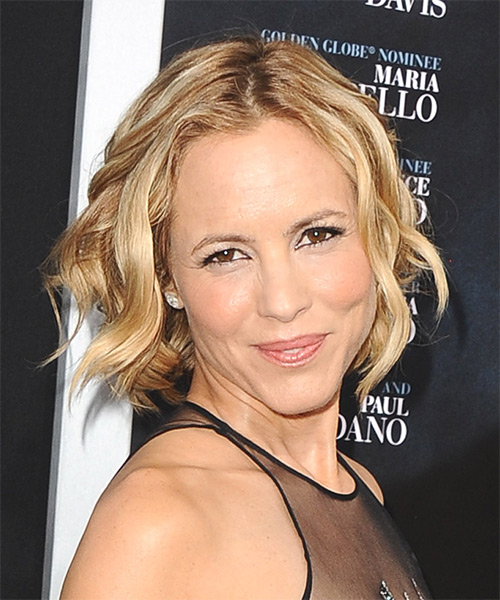 Maria Bello Short Wavy Casual   Hairstyle   - Side on View