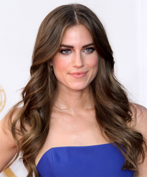 Allison Williams Long Wavy Casual   Hairstyle   - Side on View