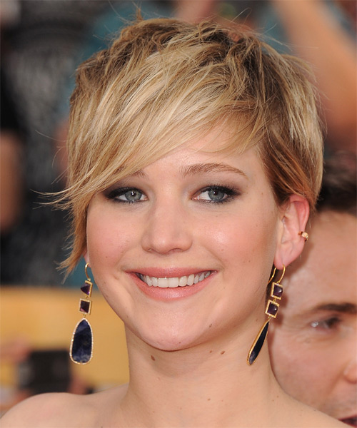 Jennifer Lawrence Short Straight Casual    Hairstyle   - Dark Blonde Hair Color with Light Blonde Highlights - Side on View