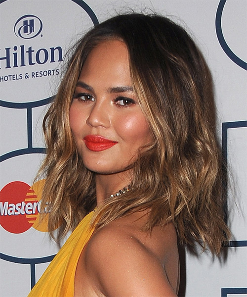 Christine Teigen Medium Wavy Casual   Hairstyle   - Dark Brunette - Side on View
