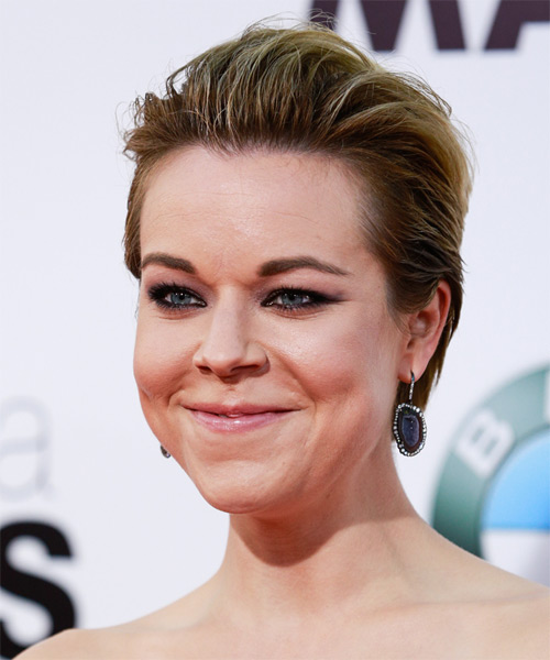 Tina Majorino Short Straight   Dark Blonde   Hairstyle   - Side on View