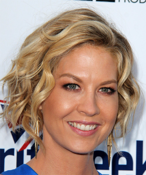 Jenna Elfman Medium Wavy Casual   Hairstyle   - Medium Blonde - Side on View
