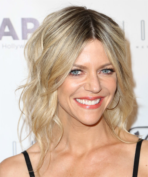 Kaitlin Olson Medium Wavy Casual    Hairstyle   - Light Blonde Hair Color - Side on View