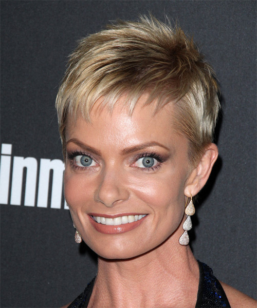 Jaime Pressly Short Straight Formal    Hairstyle with Layered Bangs  -  Blonde Hair Color - Side on View