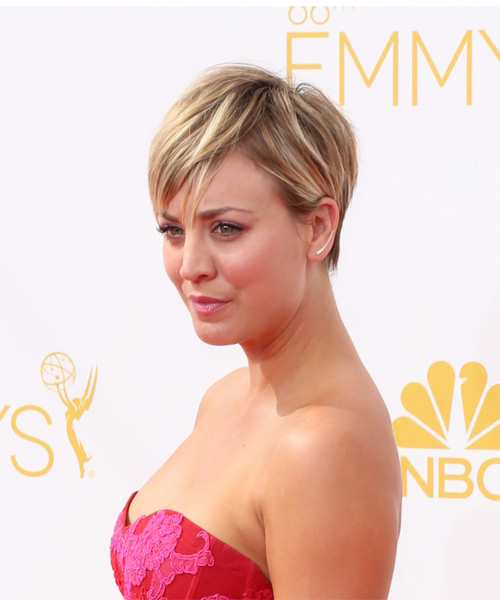 Kaley Cuoco Short Straight Casual    Hairstyle   -  Golden Blonde Hair Color with Light Blonde Highlights - Side on View
