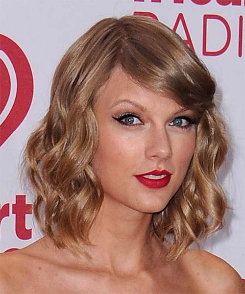 Taylor Swift Medium Wavy   Dark Copper Blonde   Hairstyle with Side Swept Bangs  - Side on View