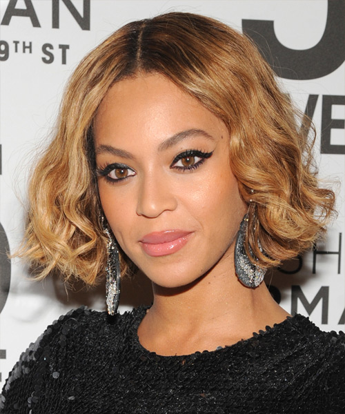 Beyonce Knowles Short Wavy Casual  Bob  Hairstyle   - Light Golden Brunette Hair Color - Side View