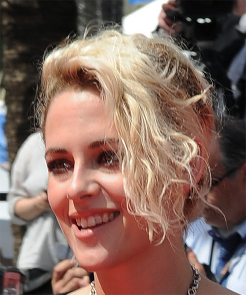 Kristen Stewart Short Wavy Casual  Updo Hairstyle with Side Swept Bangs  - Light Blonde (Platinum) - Side View