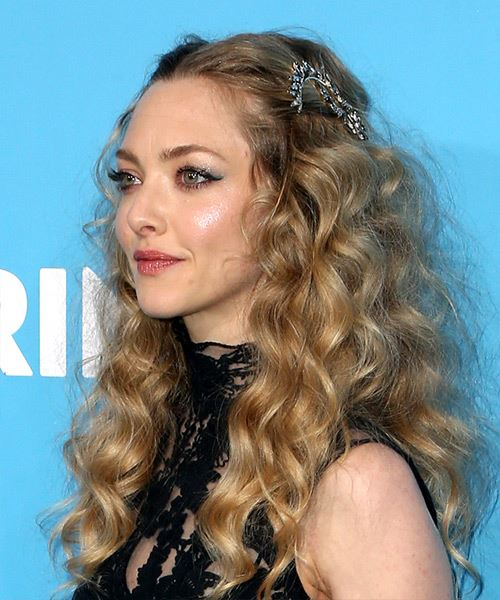 Amanda Seyfried Long Curly Casual   Hairstyle   - Medium Blonde - Side View