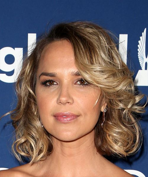 Arielle Kebbel Short Wavy Casual   Hairstyle with Side Swept Bangs  - Medium Blonde - Side View