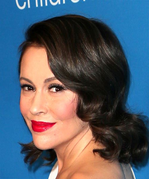 Alyssa Milano Medium Wavy Casual   Hairstyle with Side Swept Bangs  - Dark Brunette - Side View