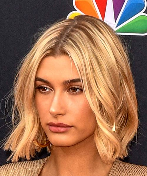 Hailey Baldwin Medium Wavy   Light Blonde Bob  Haircut   - Side View