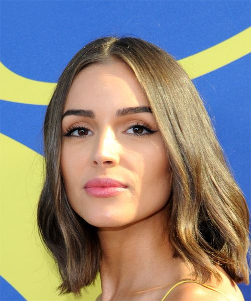 Olivia Culpo Medium Straight Casual  Bob  Hairstyle   - Medium Brunette Hair Color - Side View