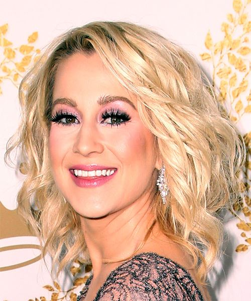 Kellie Pickler Medium Wavy Casual  Bob  Hairstyle with Side Swept Bangs  - Light Blonde Hair Color - Side View