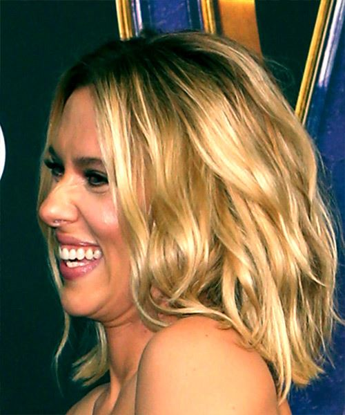 Scarlett Johansson Medium Straight    Blonde Bob  Haircut   - Side View