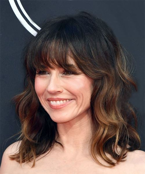Linda Cardellini Long Wavy Layered  Black  and Copper Two-Tone Bob  Haircut with Blunt Cut Bangs  - Side View