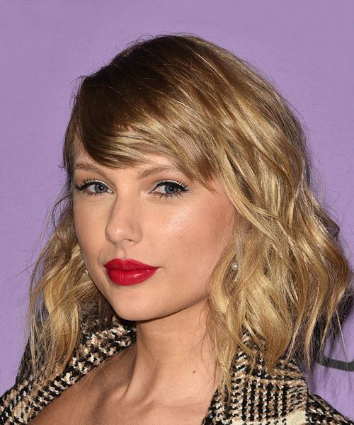 Taylor Swift Medium Wavy    Brunette   Hairstyle with Side Swept Bangs  and  Blonde Highlights - Side View