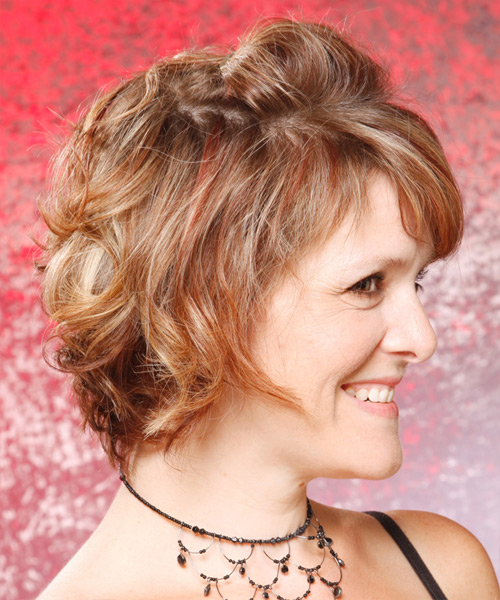 Short Wavy Casual    Hairstyle   - Side View