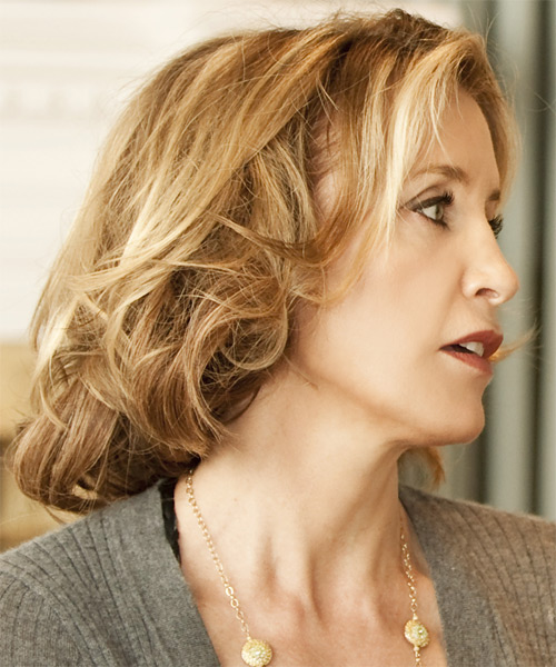 Felicity Huffman Medium Wavy Casual    Hairstyle   - Side View