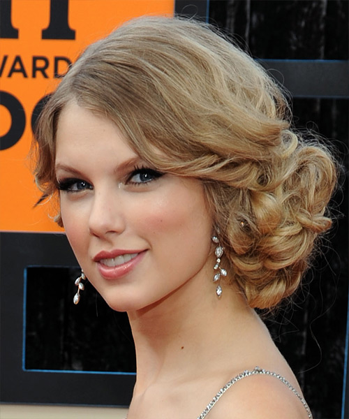 Taylor Swift  Long Curly    Champagne Blonde  Updo    with Light Blonde Highlights - Side View