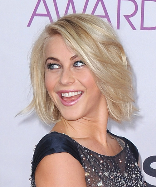 Julianne Hough Short Straight Casual    Hairstyle   - Medium Honey Blonde Hair Color with Light Blonde Highlights - Side View