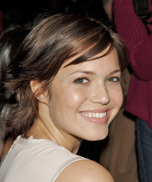 Mandy Moore Short Straight Hairstyle with Wispy Side Swept Bangs